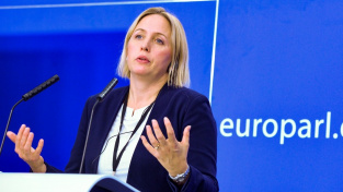 """""""Věda mluví zcela jasně. Pokud rychle neomezíme naše emise, výsledek bude katastrofální,"""" komentovala švédská zpravodajka návrhu Jytte Gutelandová"""