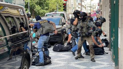 Aktualizováno: Střelba na Vinohradech. V Bělehradské ulici muž postřelil pracovnici úřadu práce