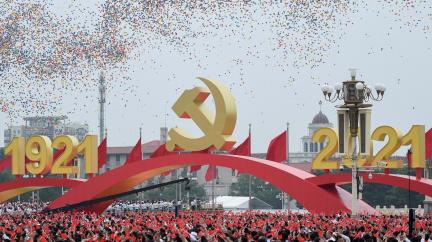 Peking slaví sto let od založení komunistické strany Číny se stíhačkami a socialistickými písněmi