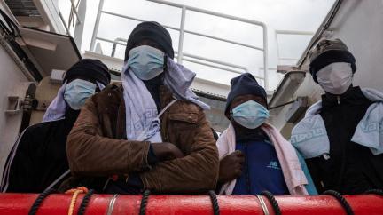 Do Evropy pluje loď s 570 migranty z Afriky