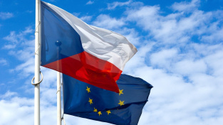 Česko podle Evropské komise více než jiné země v EU doplatilo na špatný vývoj zimní vlny pandemie
