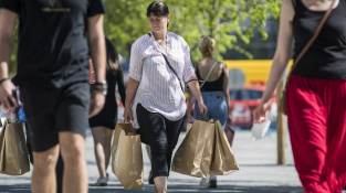 Prodejny oděvů a obuvi zaznamenaly meziroční nárůst tržeb o 41,1 procenta (Ilustrační foto)