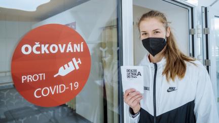 Pro bezinfekčnost už nestačí první očkování; slovenská opatření komplikují dopravu