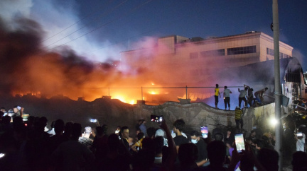 Přes 60 lidí zemřelo v Iráku kvůli požáru. Hořelo v nemocnici pro pacienty s covidem-19