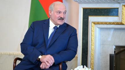 Zatýkání Lukašenkových oponentů. Běloruská policie zasahuje proti ochráncům lidských práv
