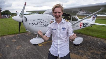 Osmnáctiletý teenager obletěl svět jako nejmladší pilot