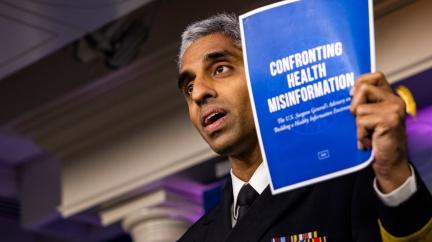 Americká vláda: Dezinformace nás stály lidské životy, ohrožují veřejné zdraví