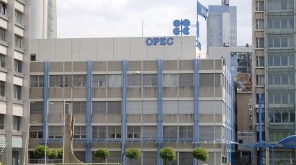 Skupina OPEC+ se kvůli snížení cen dohodla na postupném zvyšování těžby