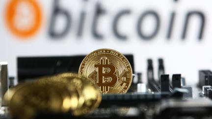 Bitcoin spadl pod 30 000 dolarů, stahuje dolů další kryptoměny