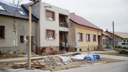 Škody po tornádu budou celkem nižší než 15 miliard. Při odklízení vznikaly podle hejtmana hory suti