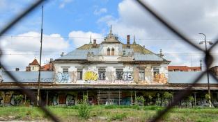 Budova rozpadlého nádraží pod Vyšehradem