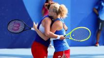 Ze čtyřhry i dvouhry bude nejhůře stříbro: Ve finále jsou Siniaková s Krejčíkovou i Vondroušová