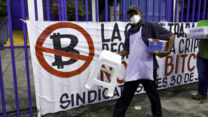 Salvador jako první země přijme bitcoin jako národní platidlo, pro je méně než pětina obyvatel
