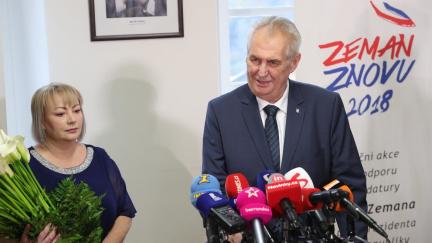 Zeman třikrát porušil zákon, jeho výjezdy do krajů byly předvolební kampaň, rozhodl úřad