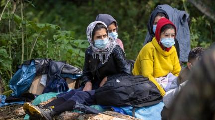Chybí jim voda, jídlo, přístřeší. Migranti čelí na polsko-běloruské hranici strašným podmínkám