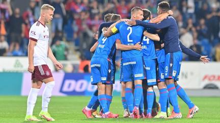 Fotbalisté Plzně doma porazili Spartu 3:2 a vystřídali ji v čele první ligy