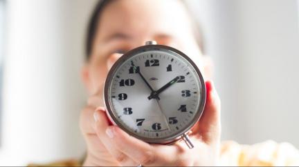 Termíny střídání času se v dalších pěti letech nezmění, dnes to schválila vláda