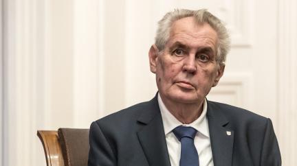 Prezident Zeman byl odvezen do vojenské nemocnice v Praze, je v ní také Václav Klaus