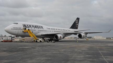 Proč bývají letadla zpravidla nudně bílá?