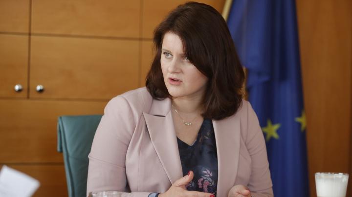 Jednání o mzdách budou pokračovat, Maláčová chce přidat státním zaměstnancům