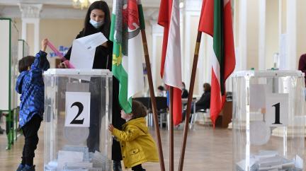 V Rusku končí třídenní volby, doprovázely je podvody i přehmaty