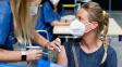 O třetích dávkách očkování budou lidé informování přes SMS