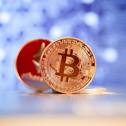 Čína označila veškeré kryptoměnové transakce za nezákonné, cena bitcoinu padá