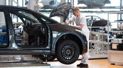 Volkswagen posunul rozhodnutí o gigafactory na baterie o půl roku, informoval Havlíček