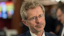 Vystrčil požádá kancléře Mynáře o informace k zdravotnímu stavu Zemana