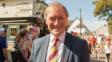 Britský poslanec David Amess dnes zemřel po napadení nožem. Policie podezřelého zadržela