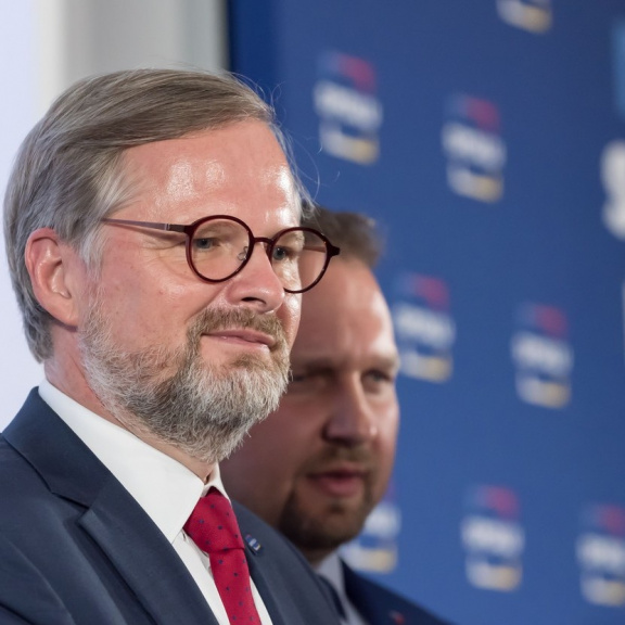 Vláda Fialy sestaví na rok 2022 nový rozpočet, se schodkem pod 300 miliard