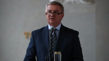 Aktualizováno: Hrad uveřejnil video, kde hospitalizovaný Zeman podepisuje svolání Sněmovny