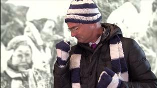 Škola oznámila sněhové prázdniny písní s ředitelem v hlavní roli