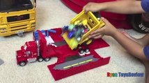 Ryan si hraje s autíčky