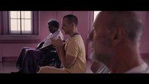 Skleněný: Trailer