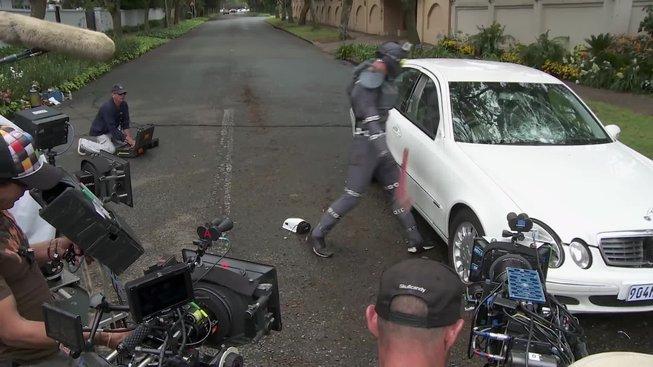 """Chappie - pohled za kulisy, natáčení scény """"taťkovo auto"""""""