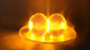 Jak vzniká plazma v hroznovém víně vloženém do mikrovlnky