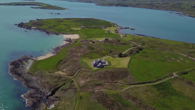 Soukromý ostrov Horse Island leží u irského pobřeží a nový majitel za něj zaplatil v přepočtu 150 milionů korun