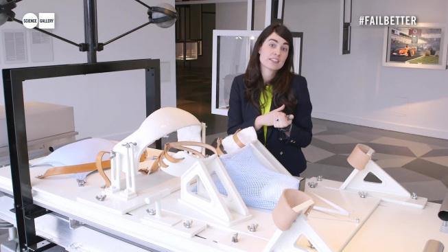 Dublinská vědecká galerie sestavila repliku speciálního porodního lůžka